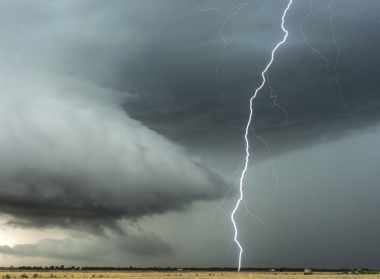 Lightning-Striking-with-Electrons